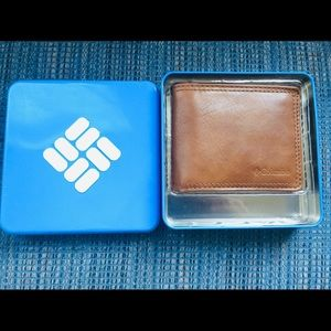 👀 Brand new Columbia wallet